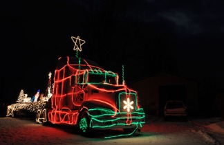 christmaslighttruck01